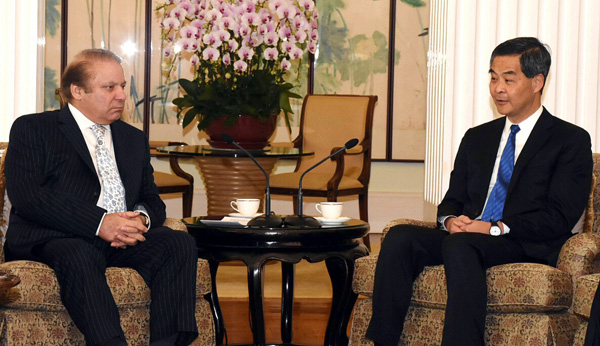 Prime Minister Nawaz Sharif meeting Chief Executive of Hong Kong, Leung Chun Ying in Victoria May on Wednesday. - DNA